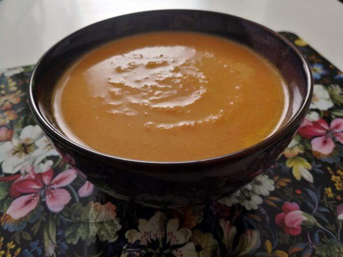 Soupe de carottes à la noix de coco.