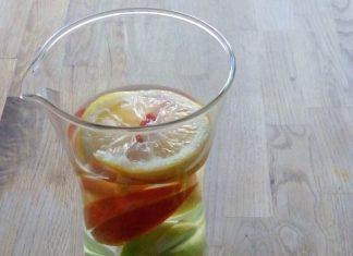Eau infusée à la pomme verte, pomme rouge, gingembre et citron