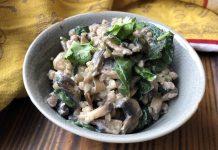 Poêlée crémeuse champignons et épinards au sarrasin