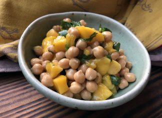 Salade de mangue et de pois chiche