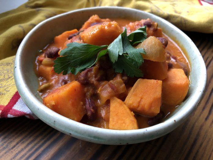 Ragoût de patates douces et de haricots rouges