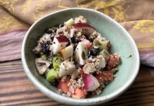 Salade de quinoa aux haricots noirs et aux pommes