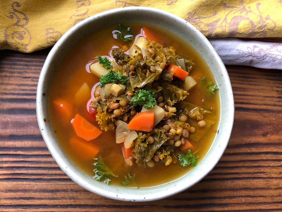 Soupe de kale et de lentilles