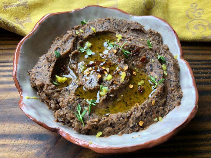 Trempette aux haricots noirs et tomates séchées