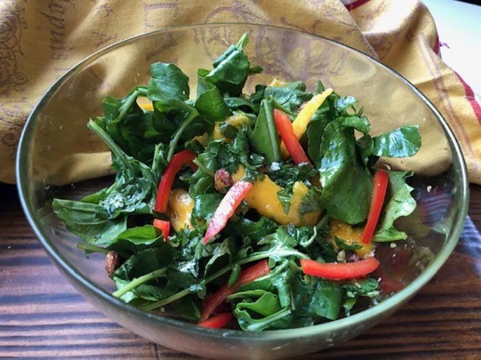 Salade de roquette et de mangue