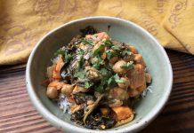 Curry de pois chiches et patates douces aux épinards