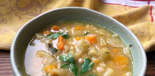 Soupe aux haricots blancs et aux légumes d'automne