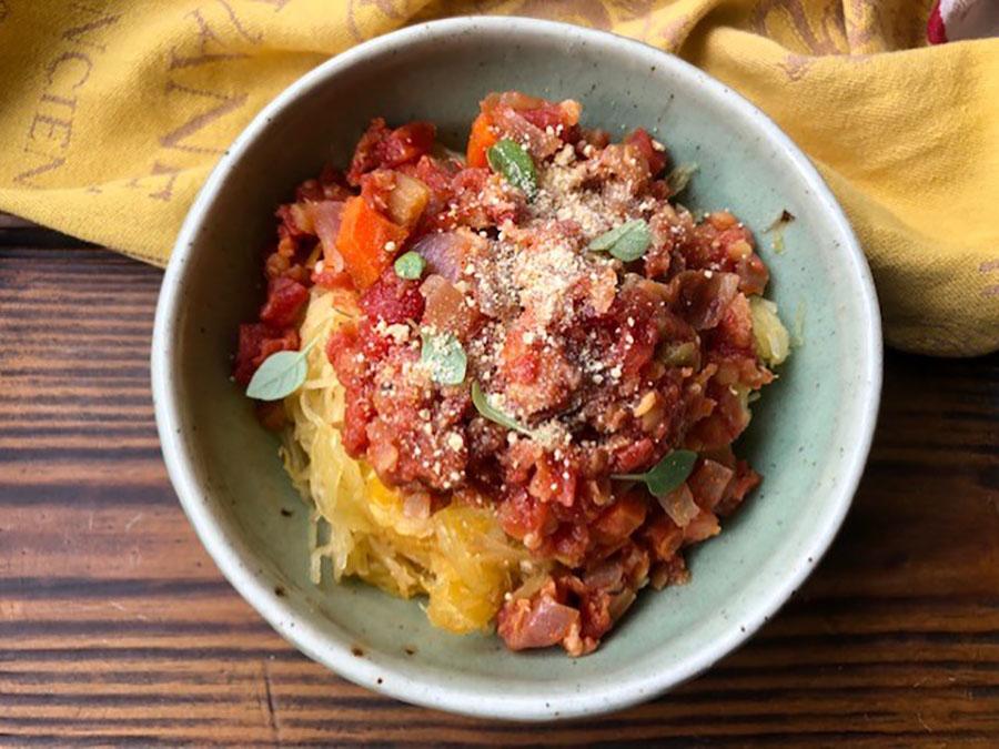 Courge spaghetti à la sauce bolognaise